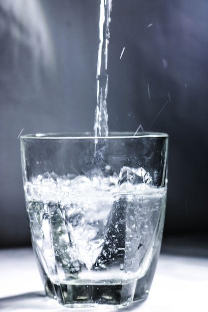 картинка вода переливается из стакана в стакан вот могу