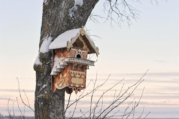 木の美しい巣箱 Premium写真