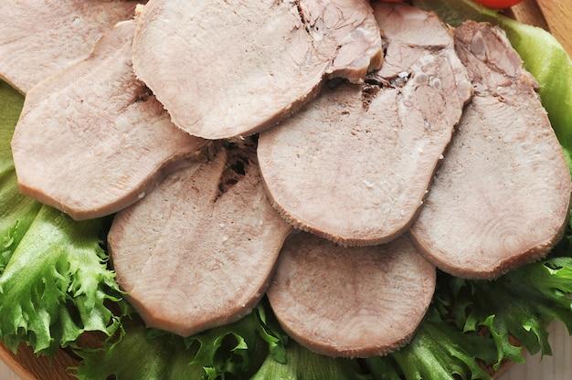 レタスの葉の盛り合わせに牛タン Premium写真