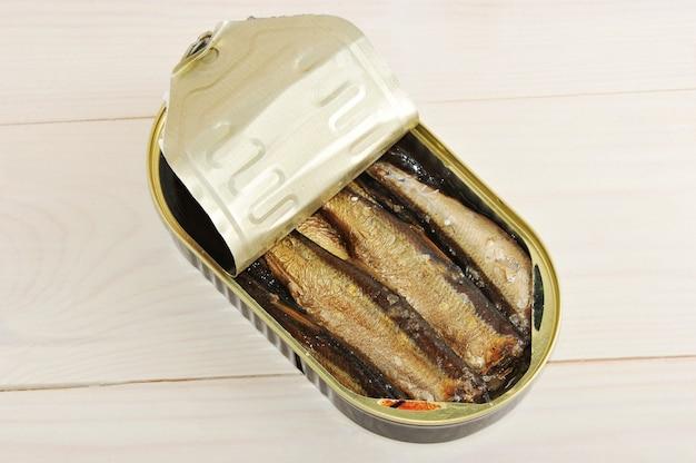 缶詰のスプラット Premium写真