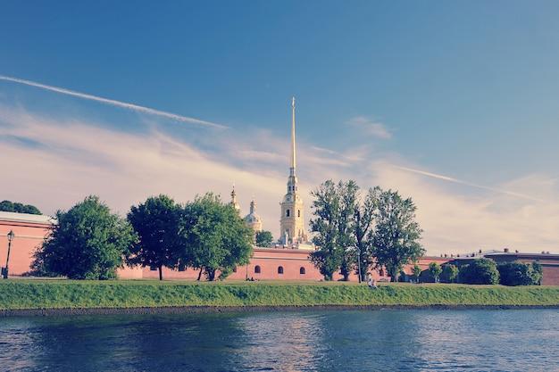 Петропавловская крепость в санкт-петербурге Premium Фотографии
