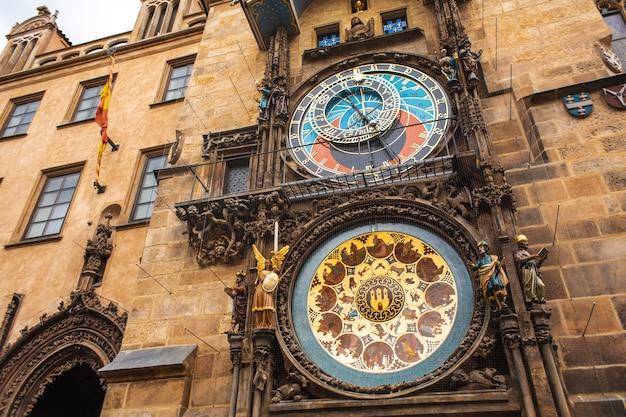 有名なプラハのチャイム。プラハ天文時計 Premium写真