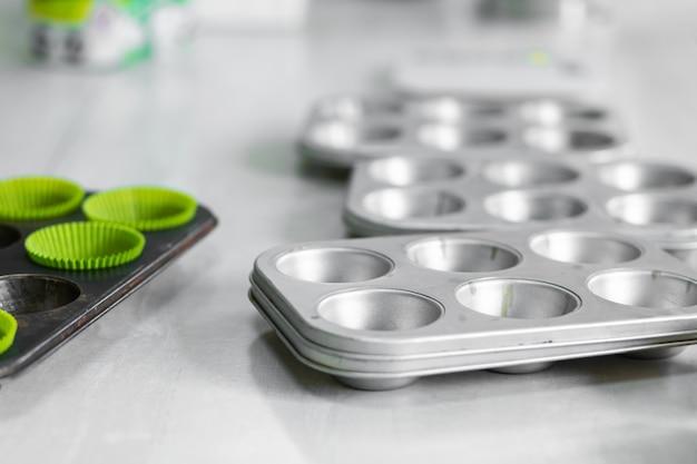 Форма для выпечки кексов. профессиональные кулинарные инструменты Premium Фотографии
