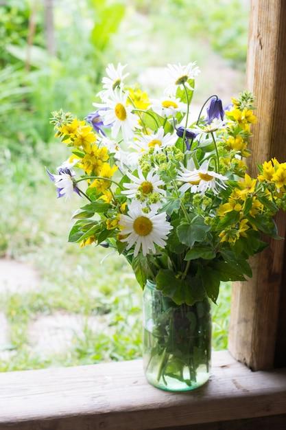 鎮静の庭の花束 Premium写真