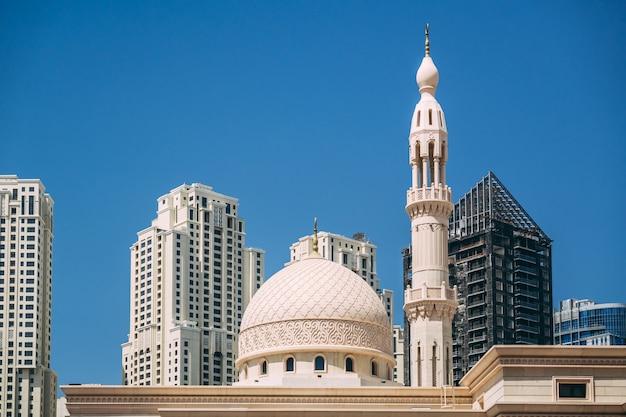 ドバイマリーナ地区のモスク Premium写真