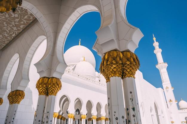 Большая мечеть абу-даби Premium Фотографии