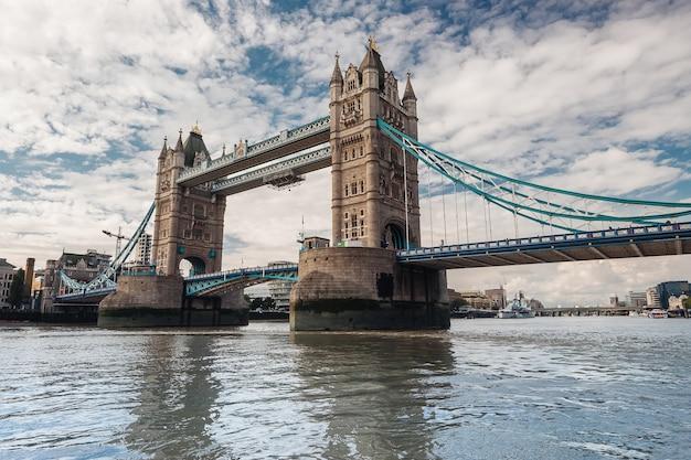 Лондонский мост Premium Фотографии