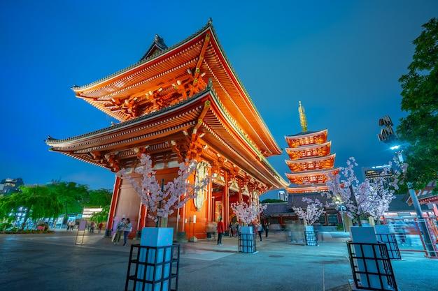 東京都夜の浅草寺 Premium写真