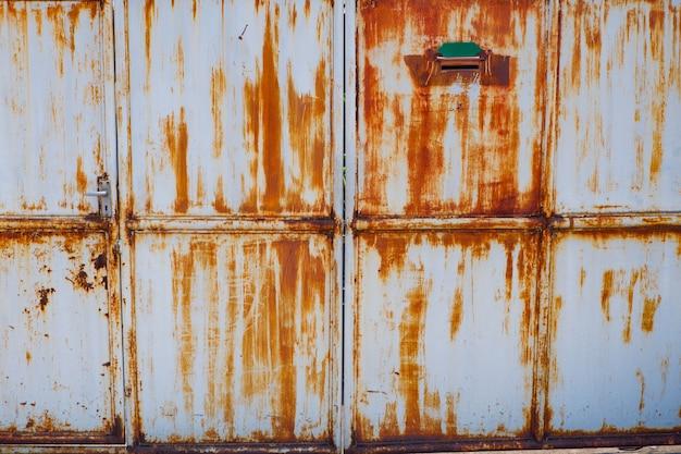 スチール表面ドアの錆 Premium写真