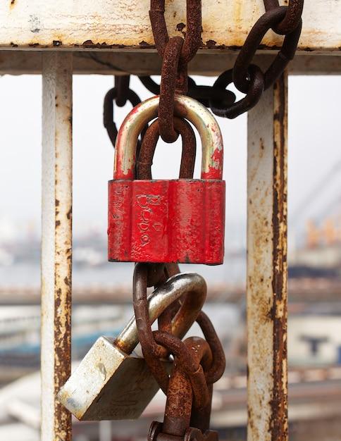 キエフの橋の上のボルト Premium写真