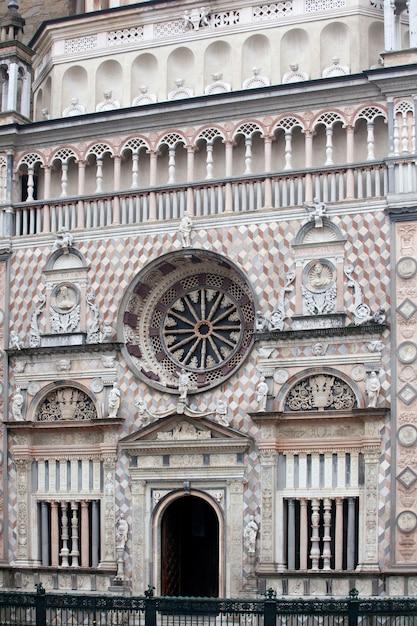 サンタマリアマッジョーレ大聖堂ベルガモアルタ Premium写真