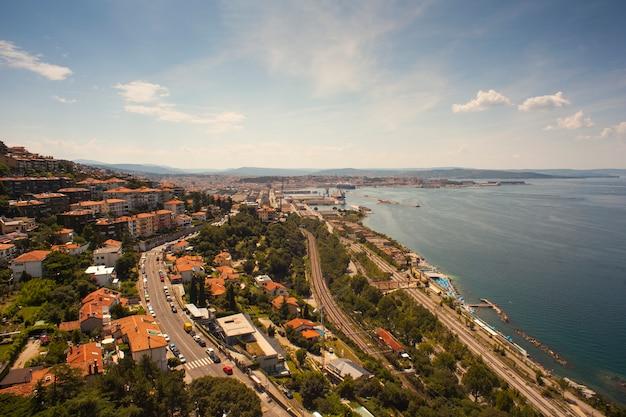 トリエステの港の平面図 Premium写真