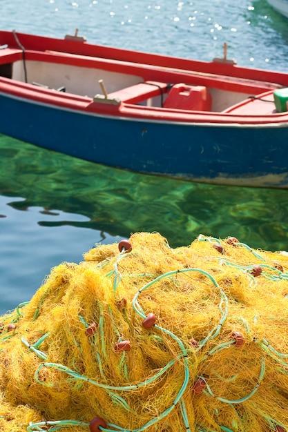 黄色の漁網 Premium写真