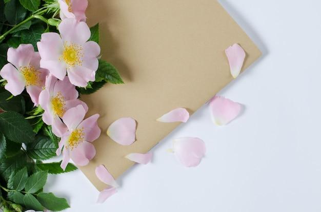 美しい元首バラの花 Premium写真