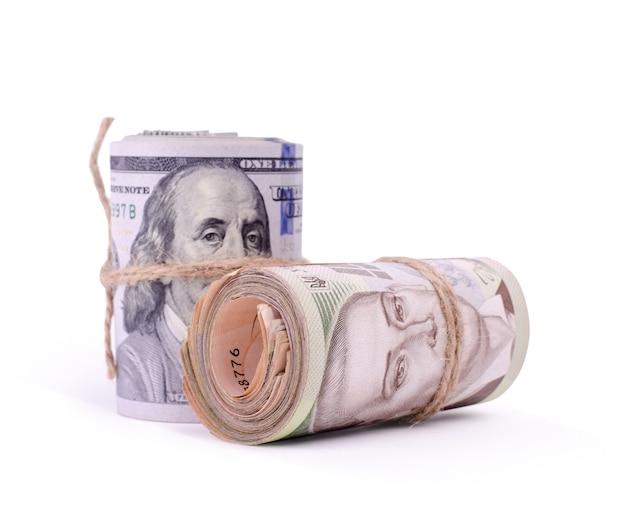 米ドルとウクライナグリブナの紙幣のロール Premium写真