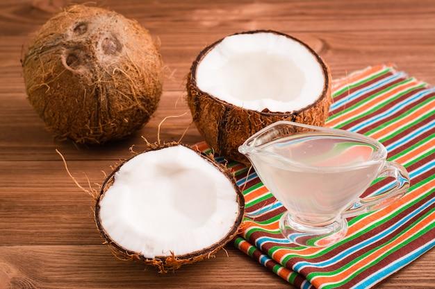 Кокосы и кокосовое молоко Premium Фотографии