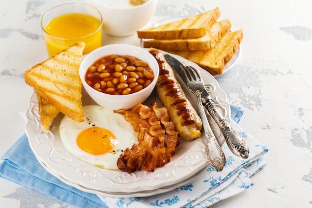 伝統的な英国式朝食 Premium写真