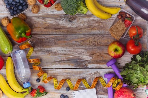 健康的な果物や野菜のフレームの背景の品揃え Premium写真