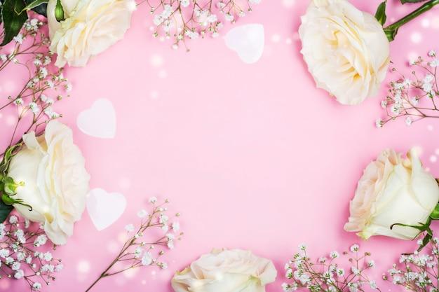 День святого валентина рамка с белыми цветами на розовом Premium Фотографии