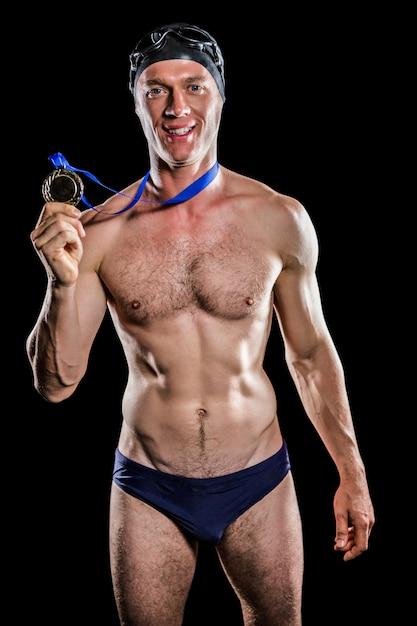 彼の金目たるを示す水泳選手 Premium写真