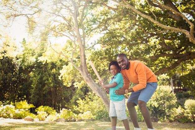 幸せな家族が一緒にポーズ Premium写真