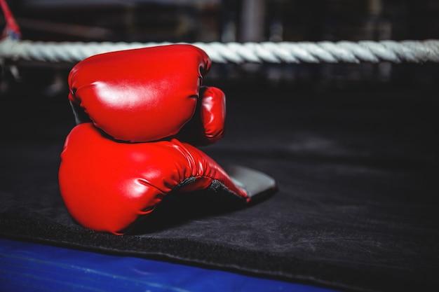 Пара красных боксерских перчаток Бесплатные Фотографии