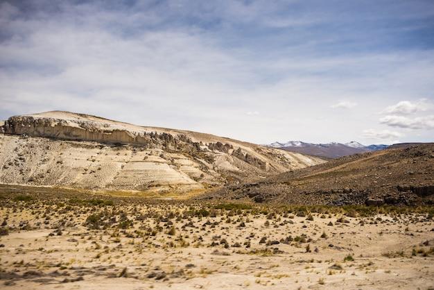 劇的な空と高地の風景 Premium写真