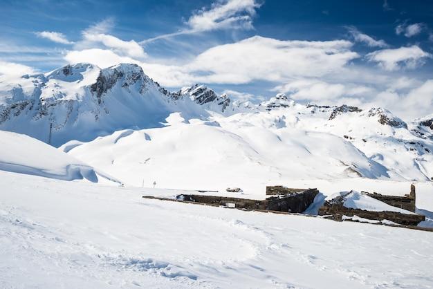 アルプスの雄大な山頂 Premium写真