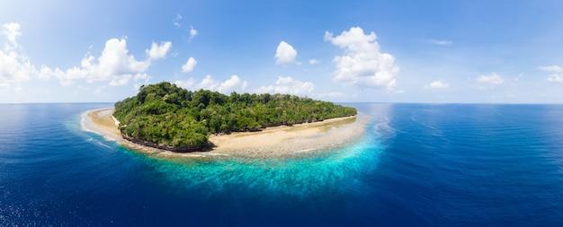 熱帯の島 Premium写真