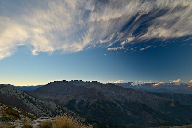 Заход солнца в альпах Premium Фотографии
