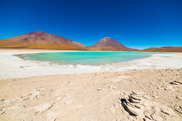 ボリビアのグリーンラグーン Premium写真