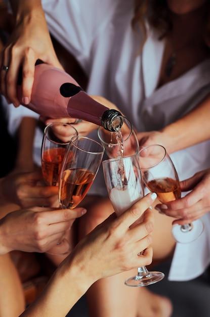фото с шампанским в руке аппетит хочешь