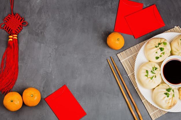 灰色の背景に中国の新年装飾 Premium写真