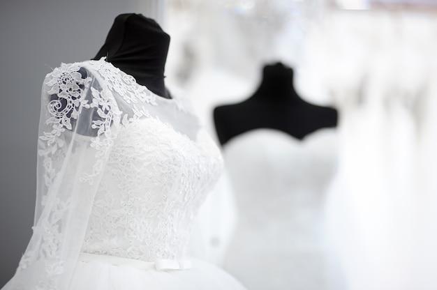 マネキンの美しいウェディングドレス Premium写真