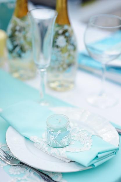 イベントパーティーや結婚披露宴のテーブルセット Premium写真
