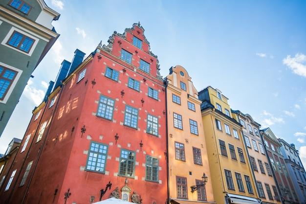 Разноцветные дома в старом городе стокгольма Premium Фотографии