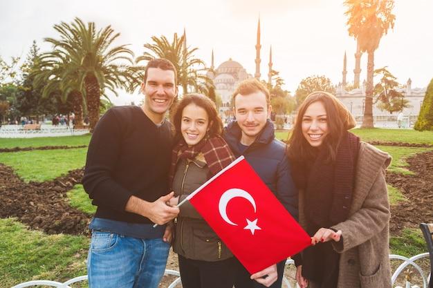 イスタンブールのトルコの友達のグループ Premium写真