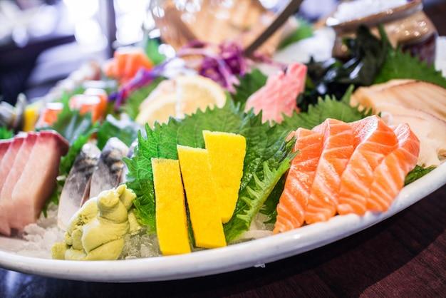 伝統的なアジアの魚の盛り合わせ 無料写真