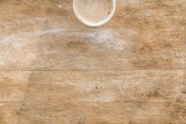 Вид сверху горячего напитка на деревянный стол Бесплатные Фотографии