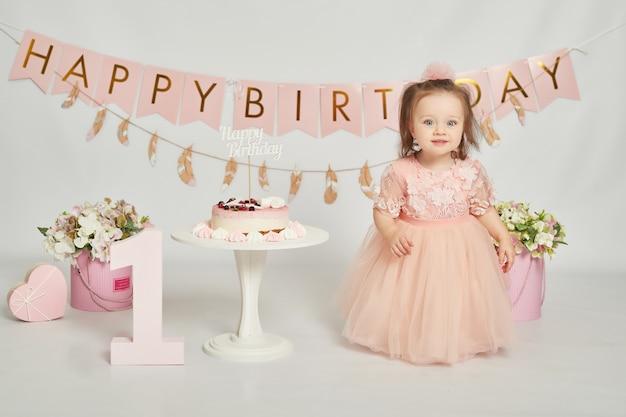 最初の誕生日の女の子、ピンク色の装飾 Premium写真