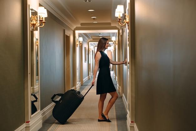 девушки, картинки иду по коридору хотите