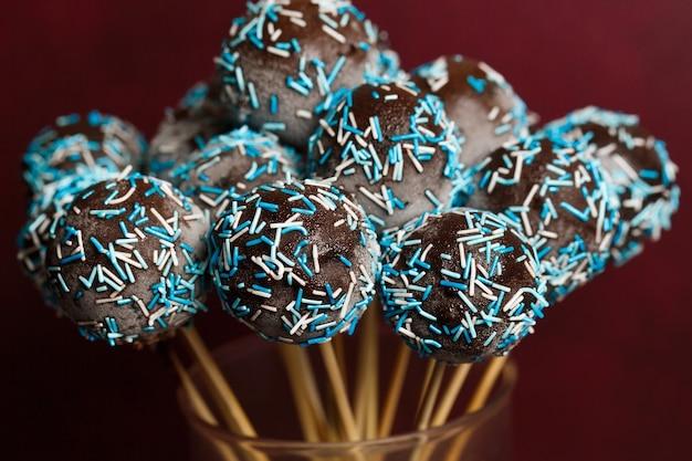 チョコレートケーキポップス Premium写真