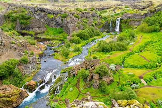 滝とストリームの空撮 Premium写真