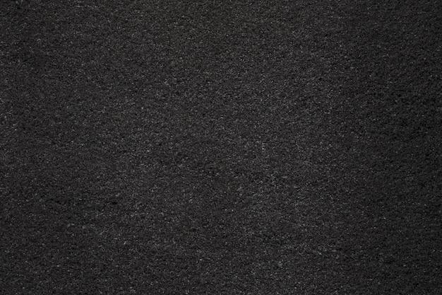 Черный темный асфальт с мелкозернистой текстурой. крупным планом фото Premium Фотографии