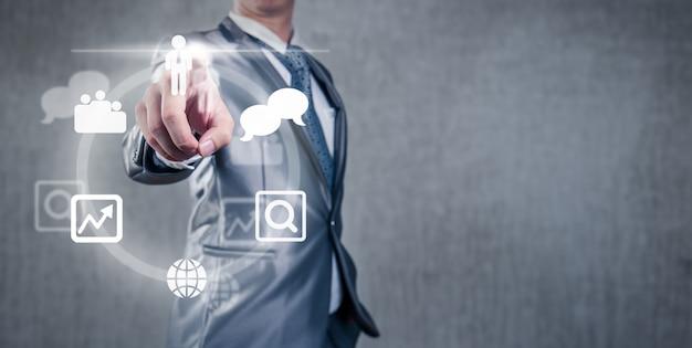 ビジネスマンの会議作業スペースの決定を下す Premium写真