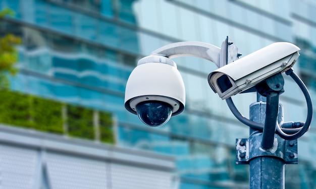 Камера видеонаблюдения и городское видео Premium Фотографии
