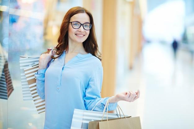 ショッピングセンターの女性 無料写真