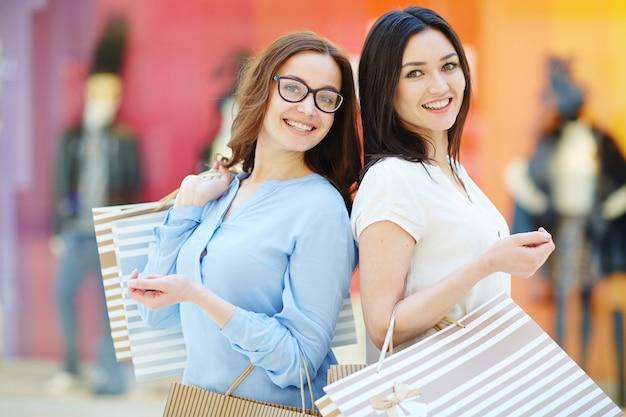 大売り上げの女性 無料写真