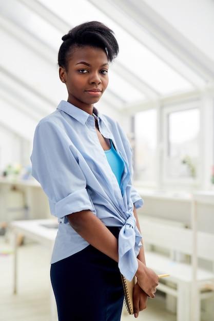 自営業の女性デザイナー 無料写真