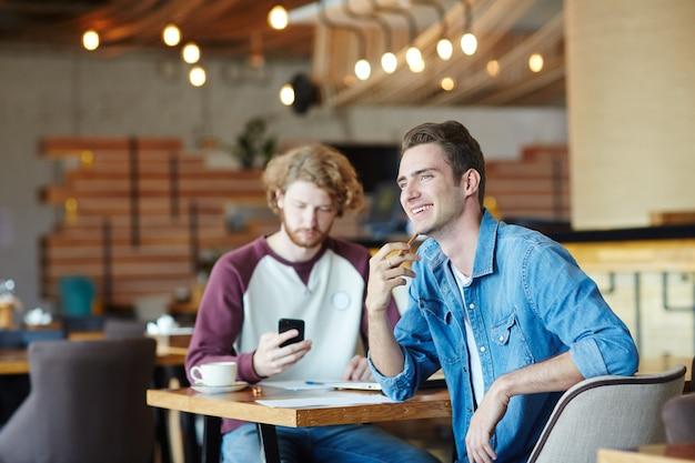 カフェの学生 無料写真